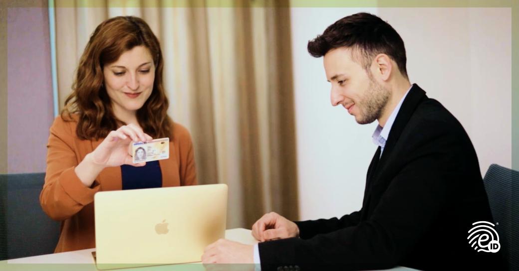 Proceso digital de apertura de cuentas en oficina comercial